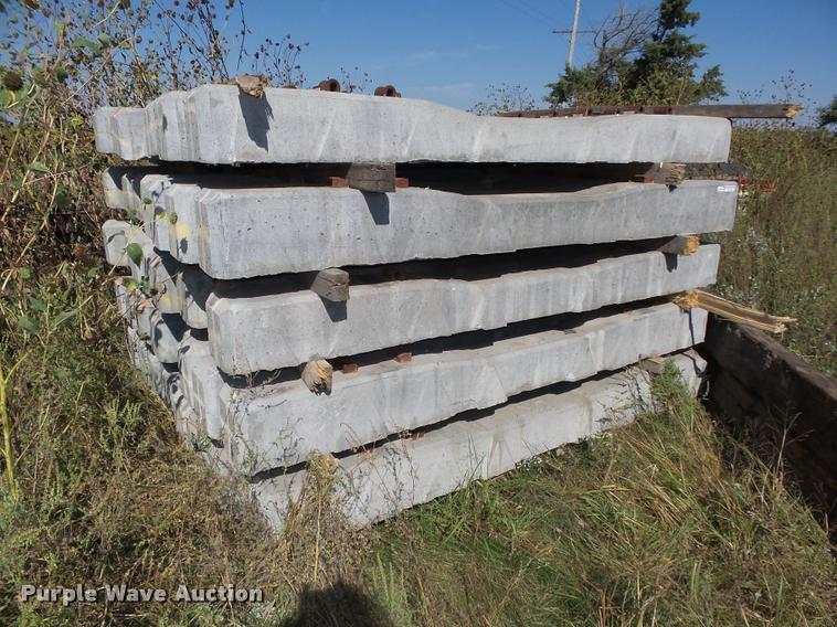 (40) concrete railroad ties