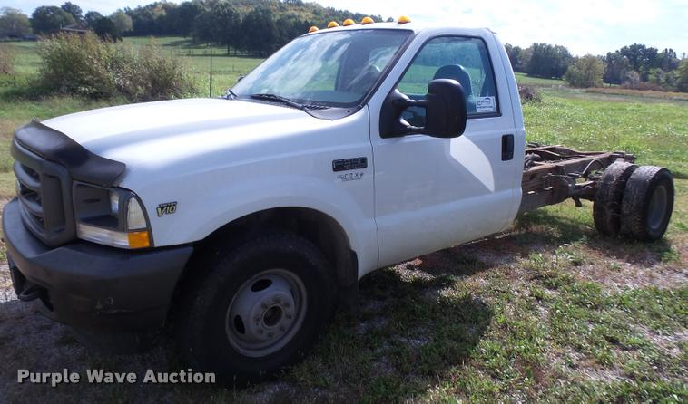 2002 Ford F350 Super Duty pickup truck cab and chassis