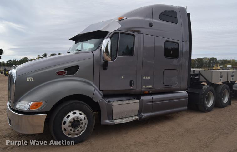 2007 Peterbilt 387 semi truck