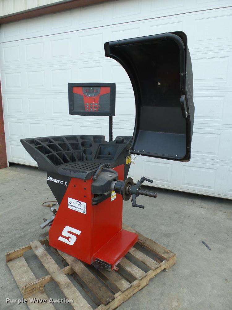 Snap-on EEWB332A tire balancer
