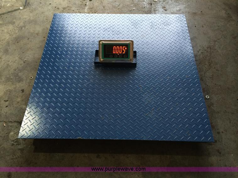 Wireless floor scale