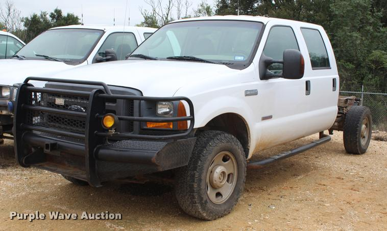 2005 Ford F350 Super Duty XL Crew Cab pickup truck cab and chassis