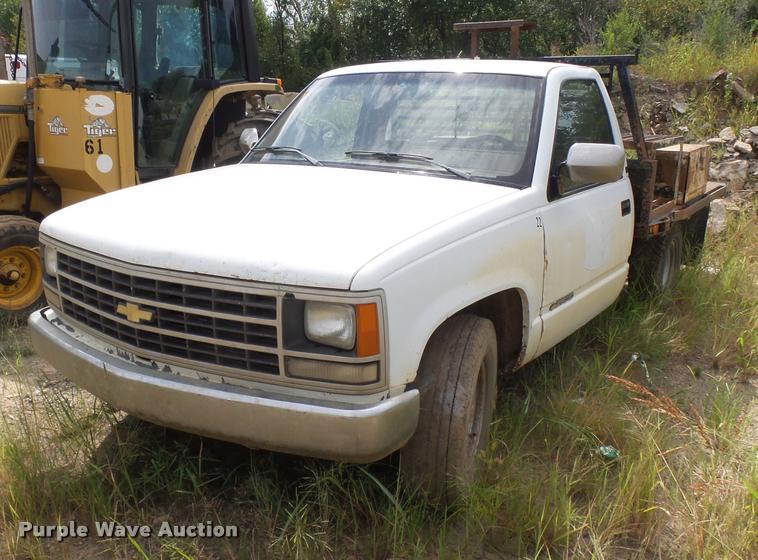 1991 Chevrolet 2500 flatbed pickup truck
