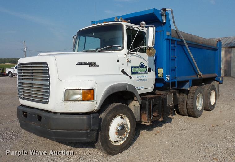 1995 Ford LTA9000 Aero Max 106 dump truck
