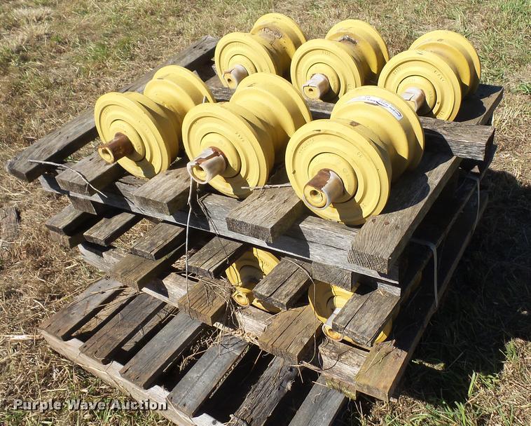 Caterpillar dozer rollers