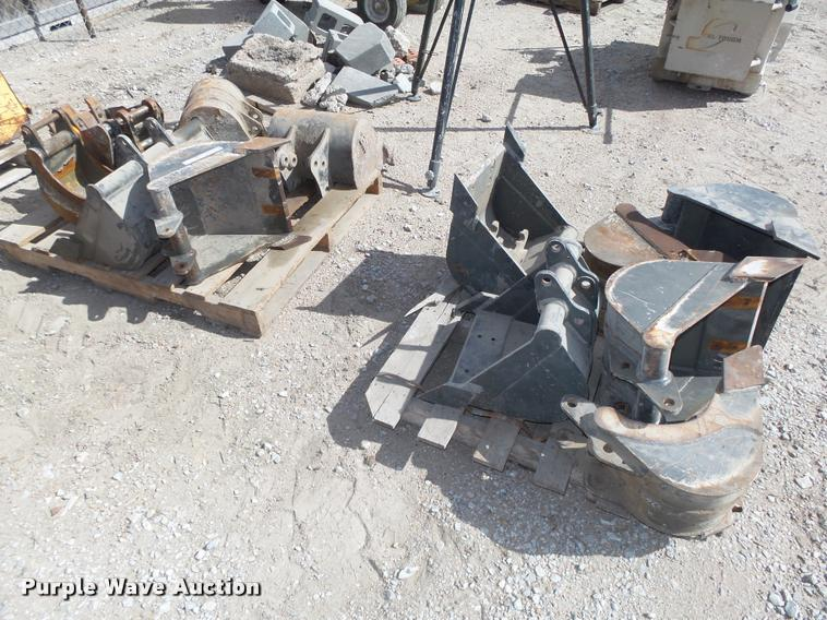 (12) excavator buckets