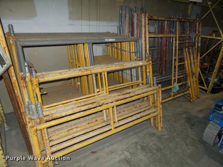(44) scaffolding frames