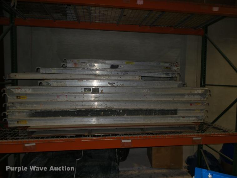 (31) scaffolding walk boards