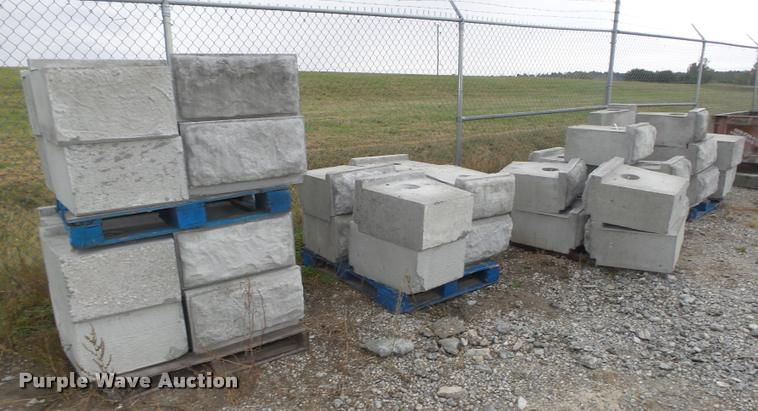 (42) retaining wall blocks