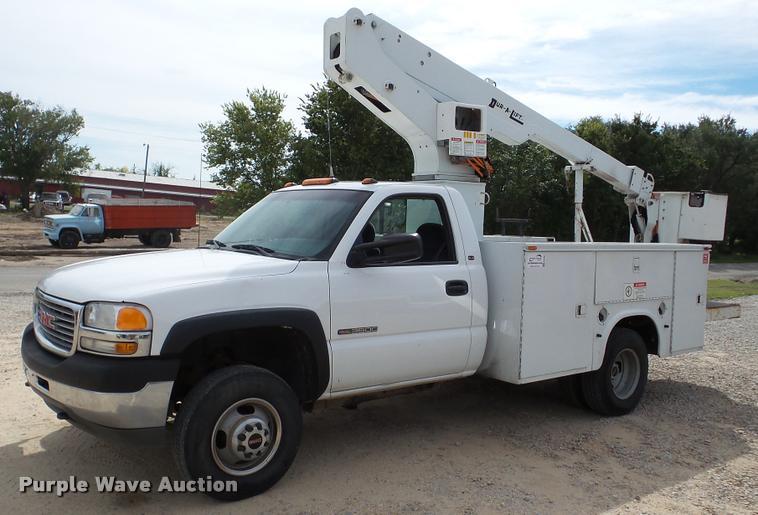2001 GMC Sierra 3500 bucket truck