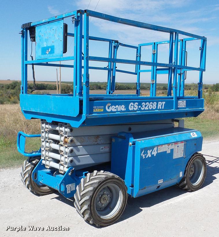 2006 Genie GS-3268RT scissor lift