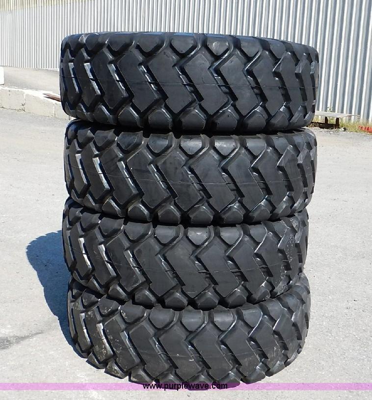 (4) 17.5x25 loader tires