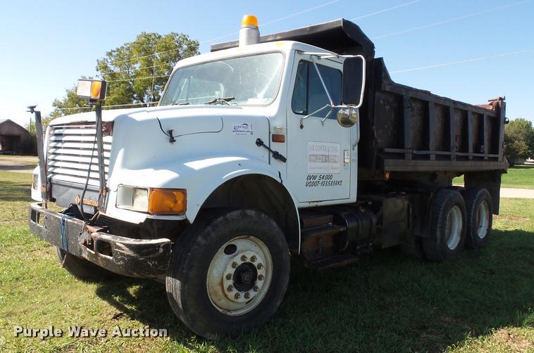 1991 International 4900 dump truck