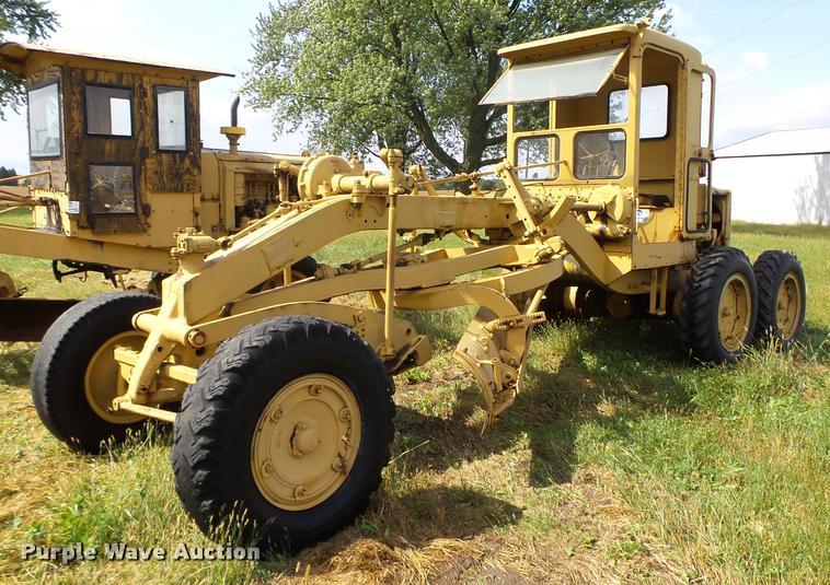 Caterpillar 12 rigid frame motor grader
