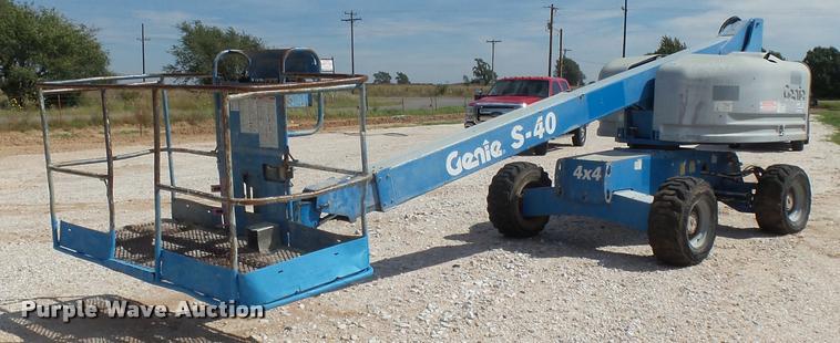 2004 Genie S40 boom lift