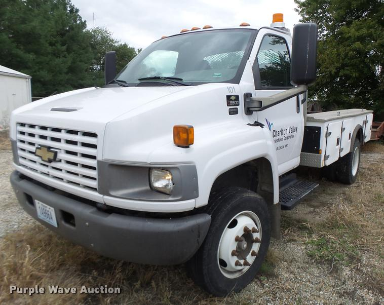 2005 Chevrolet C5500 flatbed truck