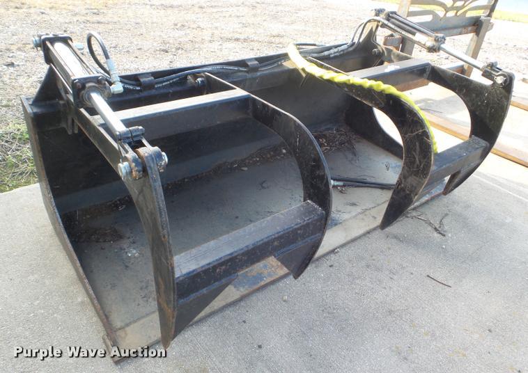 Wildcat skid steer grapple bucket