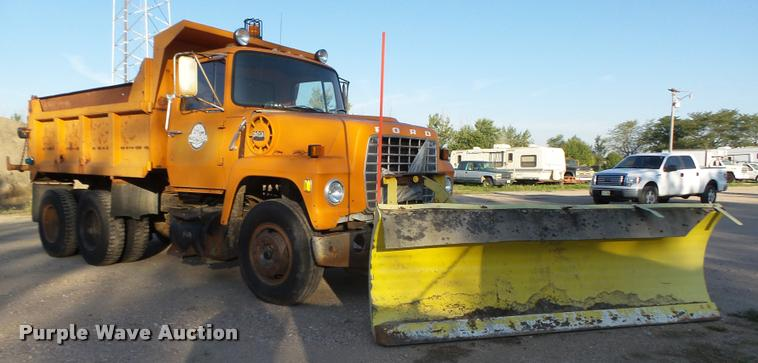 1979 Ford 800 dump truck
