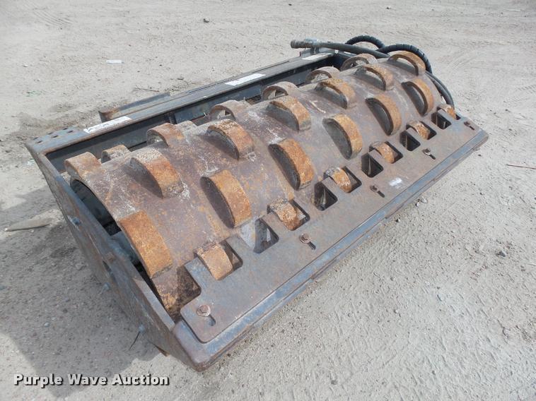 Melroe 48PAD skid steer vibratory roller