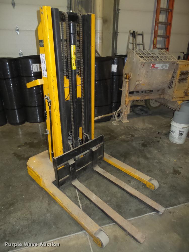 IBH Big Joe 1524-T8 material lift