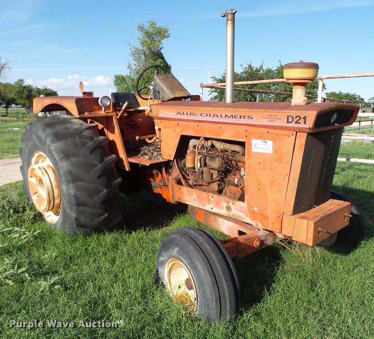 Allis Chalmers D21 tractor