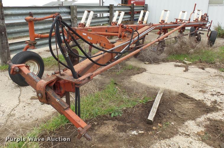 International 720 Automatic plow