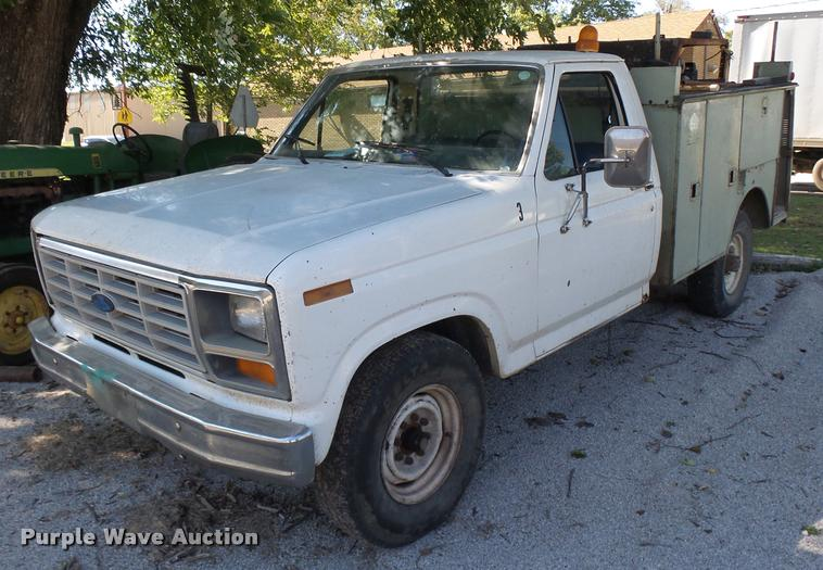 1985 Ford F250 pickup truck