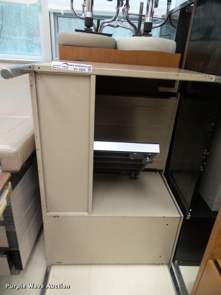 (4) office desks