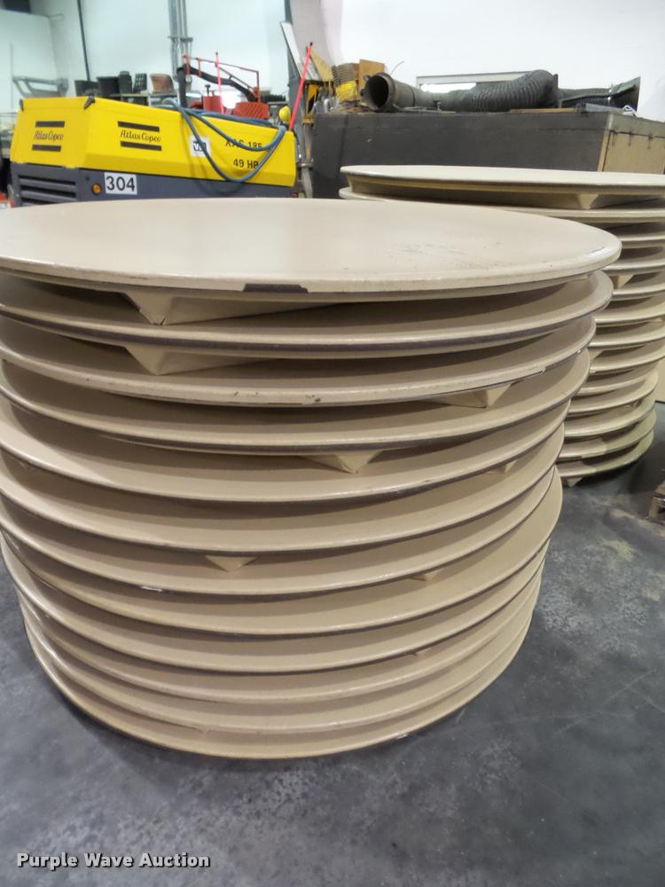 (54) 5' round tables