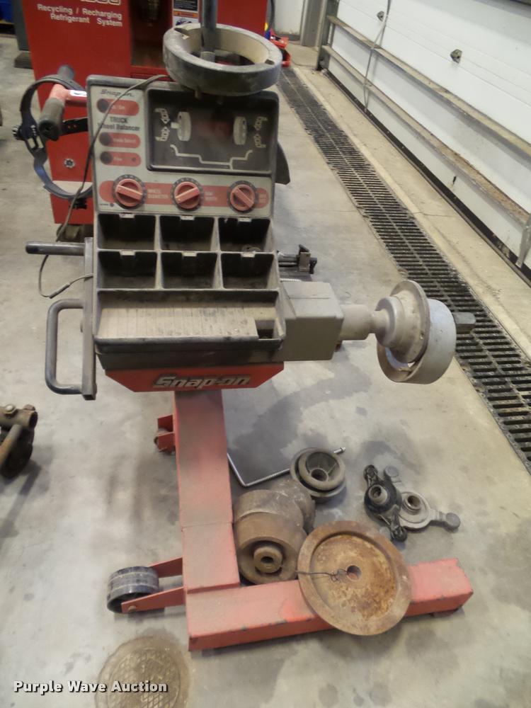 Snap-on WB410 truck wheel balancer
