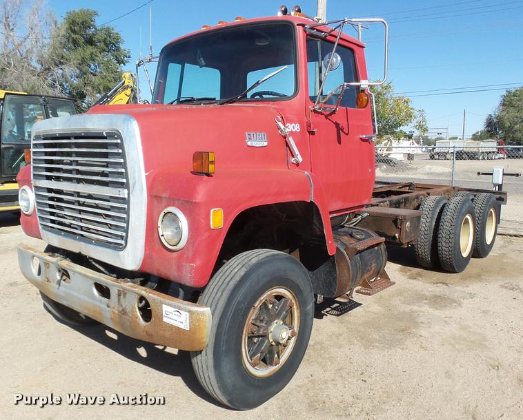 1979 Ford 8000 truck cab and chassis