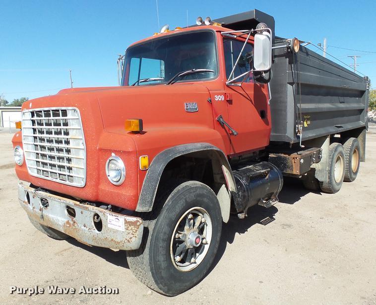 1987 Ford 800 dump truck