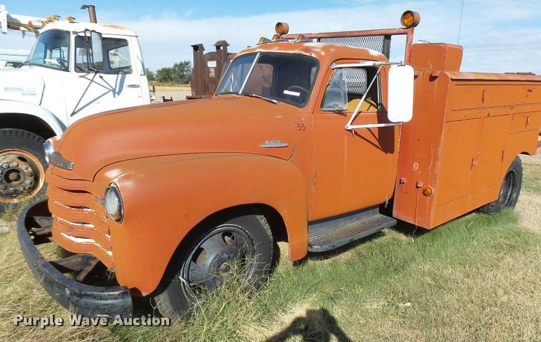 1953 Chevrolet 4400 flatbed truck