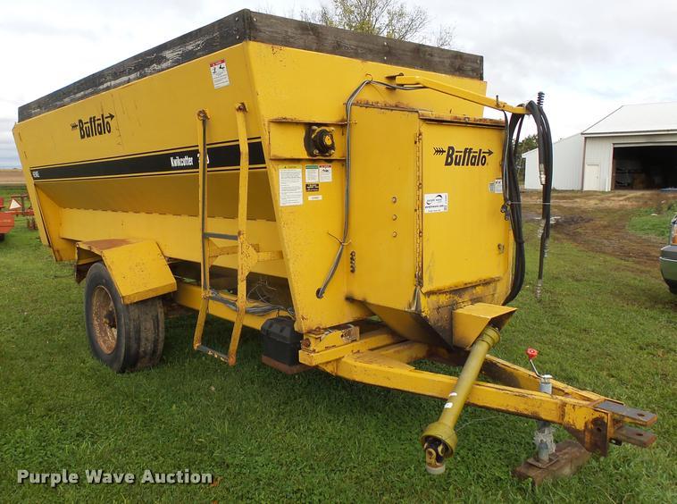 Buffalohenke Kiwkcutter 370 feed mixer