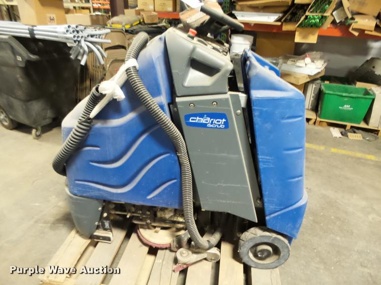 Windsor Chariot I Scrub floor scrubber