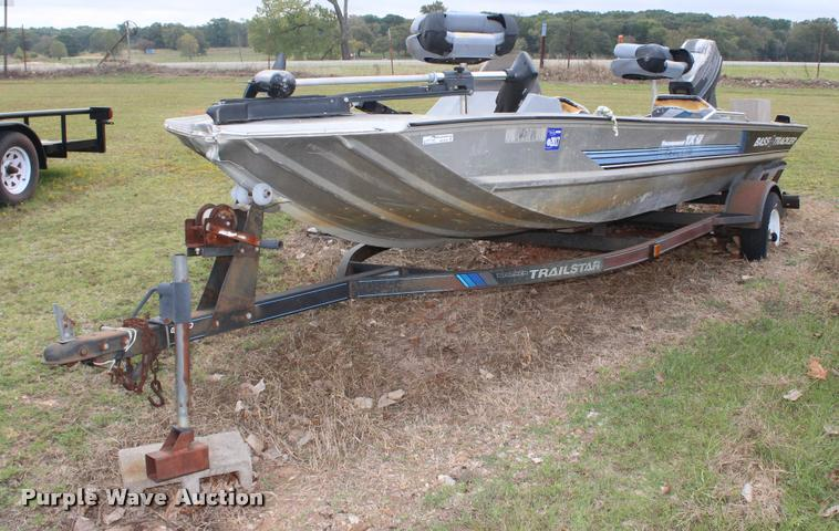 1992 Bass Tracker boat