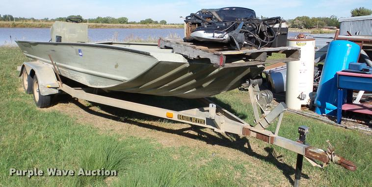 2004 Grizzly Tracker 2072 boat