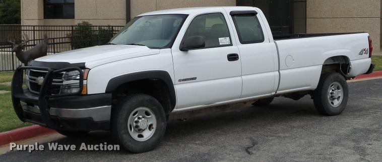 2006 Chevrolet Silverado 2500HD Ext. Cab pickup truck