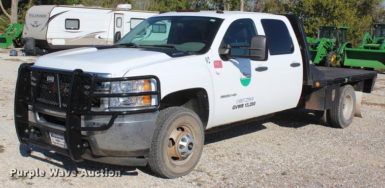 2012 Chevrolet Silverado 3500HD Crew Cab flatbed pickup truck