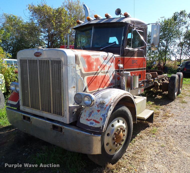 1979 Peterbilt 359 semi truck