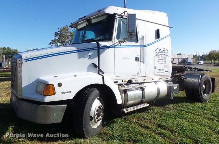 1994 Volvo WIA semi truck