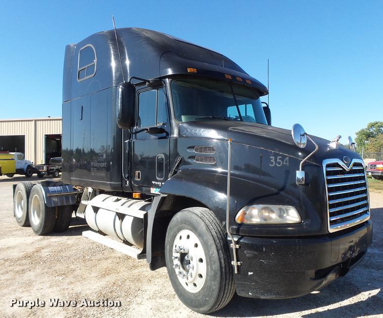 2001 Mack CX613 semi truck