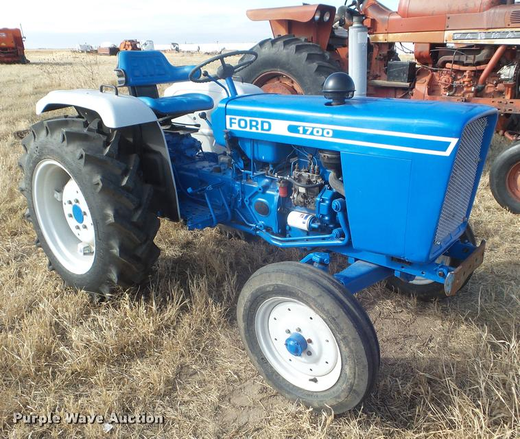 Ford 1700 tractor