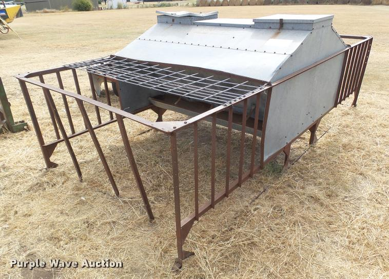 Calf creep feeder with cage