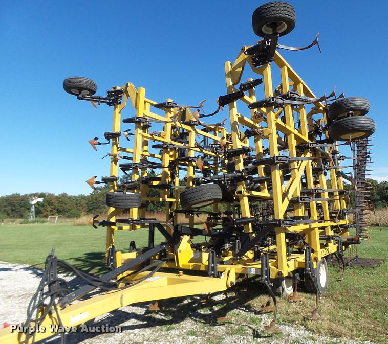 Landoll 9800 field cultivator