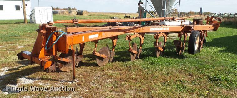 Allis Chalmers 2000 6x18 plow
