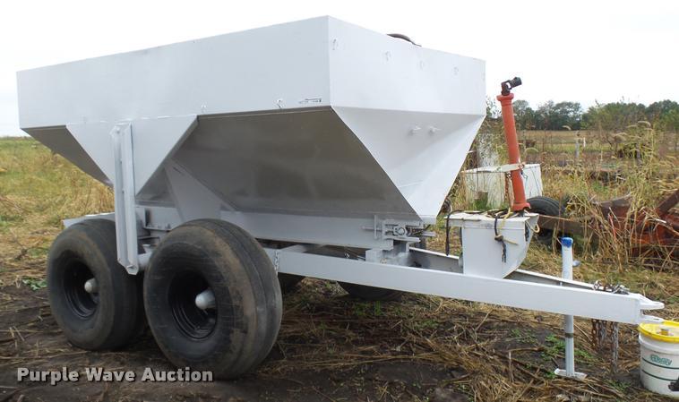 Simonsen N64HS dry fertilizer spreader