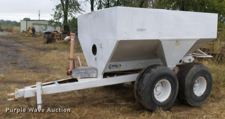 Dempster Clipper 200 dry fertilizer spreader