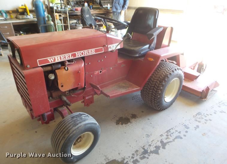 Wheel Horse D-200 lawn tractor