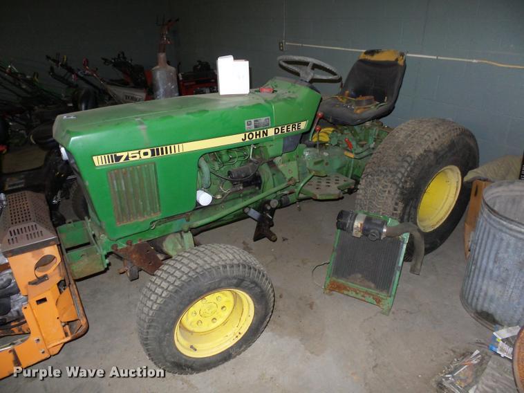 John Deere 750 MFWD tractor